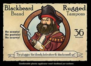 Pirat mit Haken und aufgespiesstem Tampon in der Mitte einer Werbung für: Blackbeard Rugged Brand Tampons