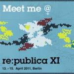 hellblauer Hintergrund auf dem oben 'Meet me @' (das letzte Zeichen ist eine Mischung aus @ und ♀, dem Frauenzeichen) steht, darunter bunte Stickereien, darunter re:publica XI 13. - 15. April 2011, Berlin