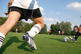 Bild von 2 Beteiligten eines Fußballspiels in Aktion