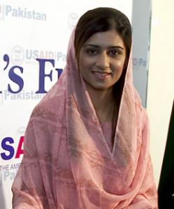 Pakistans Außenministerin Hina Rabbani Khar in einem rosa Gewand