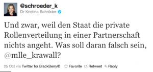 """Tweet von @schroeder_k (Dr Kristina Schröder): """"Und zwar, weil den Staat die private Rollenverteilung in einer Partnerschaft nichts angeht. Was soll daran falsch sein, @mlle_krawall?"""" 25 Oct via Twitter for BlackBerry®"""