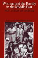 Rotes Buchcover mit einem Bild auf dem ca. 20 Mädchen und junge Frauen zu sehen sind.