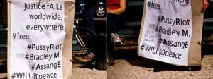 Links: Plakat mit Assangenennung, Rechts: gleiches Plakat aber Assange durchgestrichen