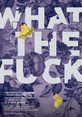 Hellblauer Hintergrund mit weißer Schrift WHAT THE FUCK