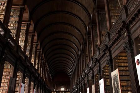 The Long Room (In der Bibliothek des Trinity Colleges, Dublin). Funfact: Der Raum war vielleicht oder auch nicht die Vorlage für das Jedi-Archiv in Star Wars Episode II: Attack of the Clones.