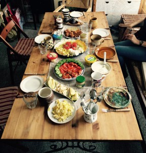Essen, planen, podcasten beim Mädchenmannschaftstreffen