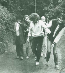 """""""Schwarz - lesbisch - deutsch. 1980er Jahre in Südostdeutschland""""  - Peggy und ihre Mit-Azubis einer LPG in Gotha. Fotoquelle: privat"""