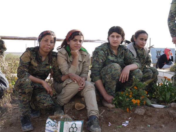 Kämpferinnen der Frauenverteidigungseinheiten YPJ