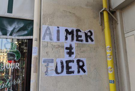 Schriftzug an Häuserwand: Aimer ≠ Tuer